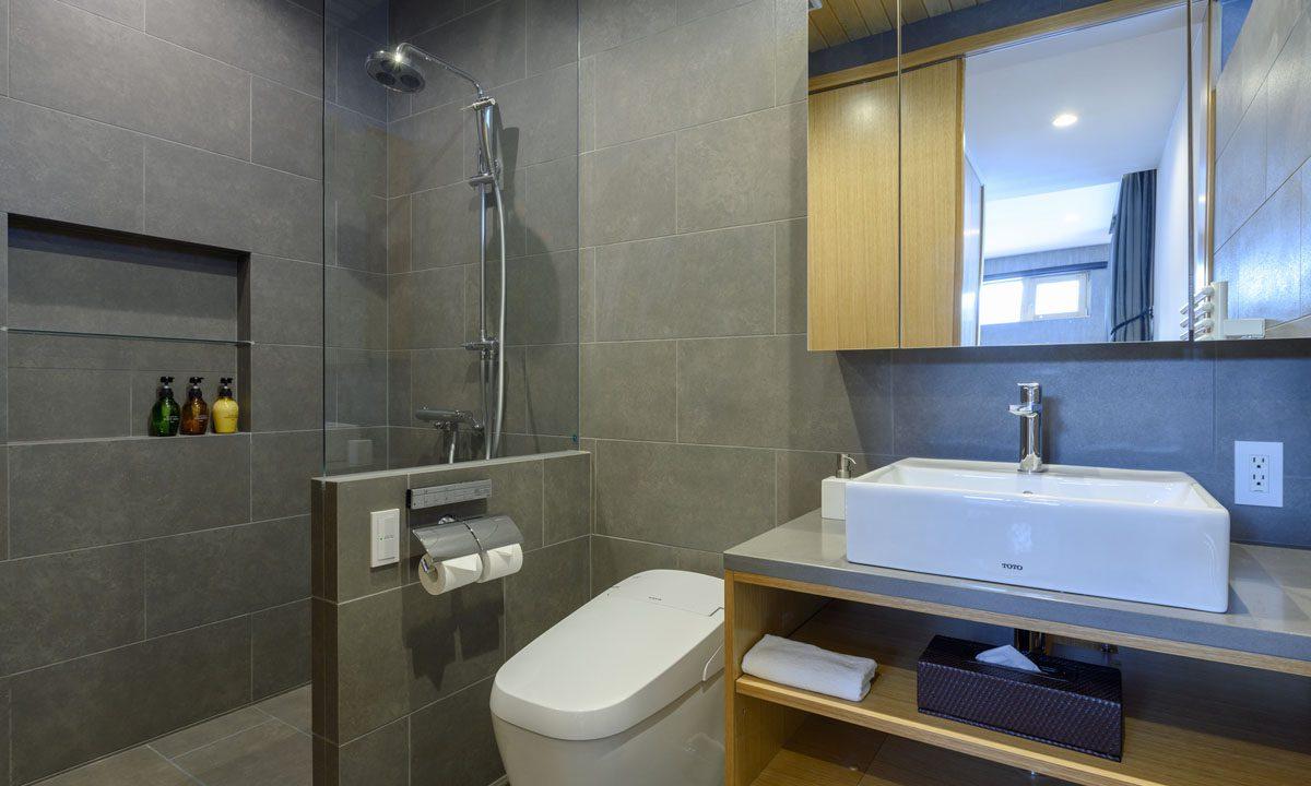 Hachiko Villa bathroom 2